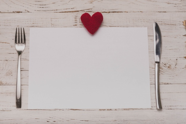 White paper with a heart on top and covered on the sides Free Photo